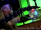 Teen clairvoyant seduces a lucky old client in the night of Halloween