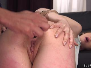 Federal agent anal fucks big butt babe