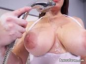 Chick Melanie Hicks Fondles Her Body In The Shower